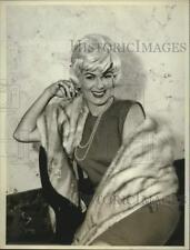 Press Photo Actress Barbara Hale smiles in portrait - sap27878
