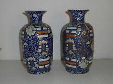 Paire de vases anciens en porcelaine de Chine.