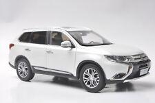 Mitsubishi Outlander 2017 car model in scale 1:18 white