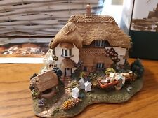 """Lilliput Lane L2316 """"Beekeeper's Cottage"""" Mib with deed rare club special plus"""