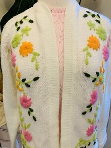 Vintage 1950s 1960s White Floral Yarn Sweater Size M