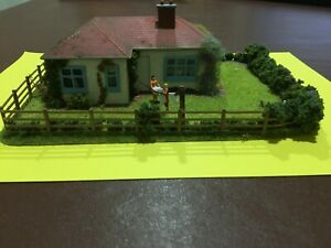 oo Railway gauge bungalow diorama plastic scenery ready built