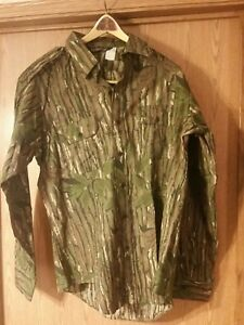 Realtree green leaf Charles Daly button front hunting shirt. NWOT. L. USA made.