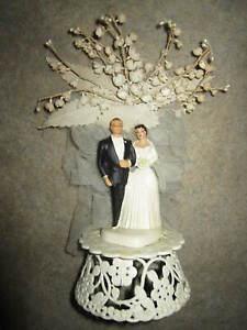 Vtg 1950s bride & groom wedding cake topper, white plastic with tulle & flowers