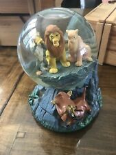 LION KING DISNEY MUSICAL SNOW WATER GLOBE PLAYS CIRCLE OF LIFE, Small Damage,