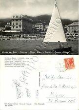 Cartolina di Varazze, barca a vela e Bagni Roma e Nettuno - Savona, 1954