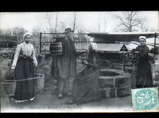 EN BERRY (18 / 36) PORTEUSE d'EAU au PUITS , début 1900