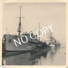 Foto WK 2 u barco nave nodriza en el puerto a1.16