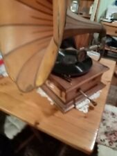 GRAMAPHONE WITH HORN