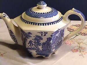 Sadler willow pattern teapot