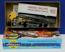 Athearn 5492 HO Blue Box Freightliner Tractor w 40' Trailer Kit Union Pacific