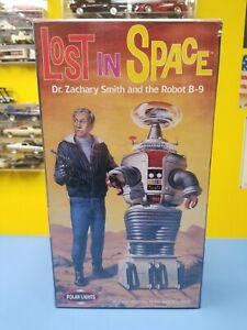 """POLAR LIGHTS LOST IN SPACE DR. ZACHARY SMITH AND THE ROBOT B-9  """"NEW"""""""