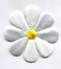 DAISY WHITE WITH YELLOW CENTER LARGE IRON ON PATCH