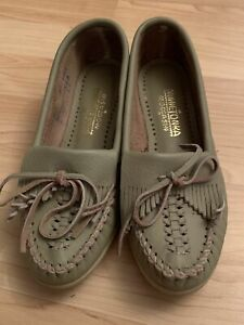 Minnetonka Kilty Moccasins #347 Mocs Khaki Sage Green Leather Size 5 Flat Shoes