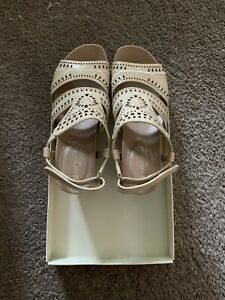 New In Box Naturalizer Sandle Sz 7M