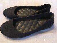Mudd Sz 8 Black Gray Padded Flannel Ballet Flats