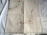 """VINTAGE 1960s - 100% Linen Floral Embroidered Square Tablecloth 32X32"""""""
