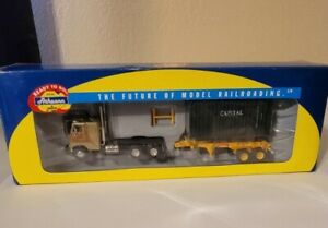 Ho Scale Athearn Freightliner with 20' Capital Container and 20' Oocl chassis