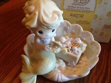 """PRECIOUS MOMENTS """"THE PEARL OF GREAT PRICE"""" 526061 MERMAID SITTING IN CLAM SHELL"""
