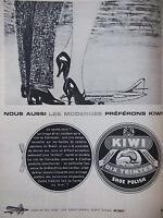 PUBLICITÉ PRESSE 1961 CIRAGE KIWI CONTIENT DE LA CIRE DE CARNAUBA - ADVERTISING