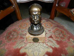 Statua in bronzo con base in marmo