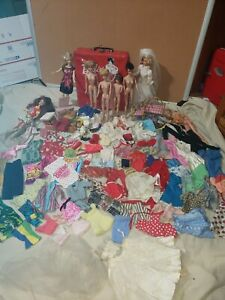 Giant Lot Of Vintage And Mod Barbies And Accessories Clothing Bubble cut Mattel
