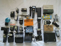 Lot of 24 Flashes Nikon, Vivitar, Olympus, Polaroid, Focal, Minolta - Untested