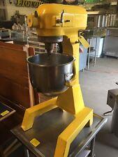 Hobart 20 Qt Heavy Duty Floor Model Bakery Mixer w/ Bowl, Hook A-200F