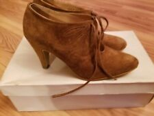 Vintage Women's Brown Sueded Leather Heeled Shoes Size 6M Hungary Style by Petra