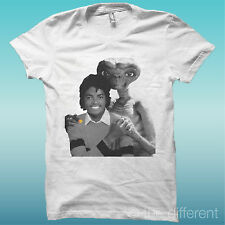 """T-SHIRT """" E.T. MICHAEL JACKSON """" BIANCO THE HAPPINESS IS HAVE MY T-SHIRT NEW"""
