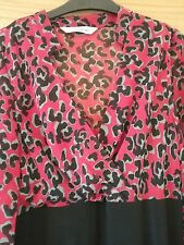 Red and black dress Size 14 Mandarin collar/V neck Rear split. Lined Long sleeve