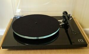 Rega Planar 3 Turntable in gloss black with RB330 tonearm - current model