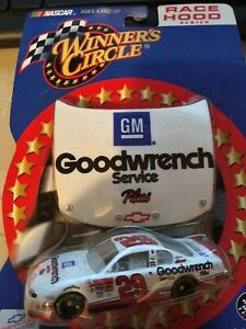 KEVIN HARVICK GM GOODWRENCH #29 WITH HOOD WINNERS CIRCLE 2002 1/64
