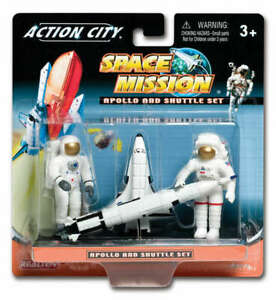 4 Piece Plastic Space Shuttle and Astronaut Toy Figure Gift Pack