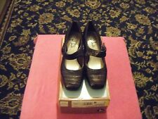 Women's Size 7 M Brown Casual Dress Shoes by Life Stride.