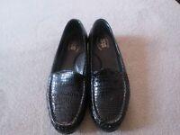 Tri-Pad Comfort Bed SAS Black Croc Loafers 7M