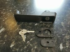 JCB SPARES DOOR HANDLE WITH GROMMETS AND KEY (123/02590) FASTRAC