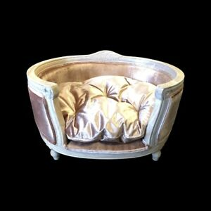 Luxury Dog bed Hand craved stylish Dog sofa / bed upholstered Posh dog Bed Pink
