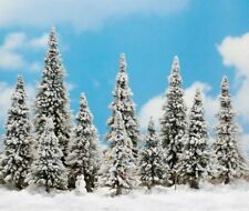 Busch 6465 (HO): Bomen: WINTERSET: 10 dennen, sneeuw + sneeuwman