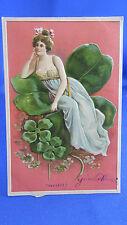 cpa fantaisie illustrateur Gaufree femme elegante  trefle