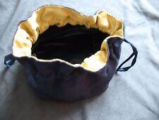 petit sac à liens coulissants marine et or plastifié à l'intérieur