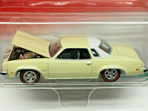 Johnny Lightning Super 70s Series 1977 OLDS CUTLASS SUPREME (Pale Yellow)