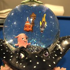 "Disney 2003 Finding Nemo Coral Reef Musical Snow Globe ""Over The Waves�"
