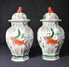 Paire de porcelaine chinoise Ming Goldfish urnes gingembre pots vases