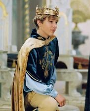 William Moseley UNSIGNED photo - D1998 - The Chronicles of Narnia