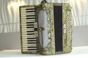 Piano accordion  80 bass -DEFECTIVE, FOR PARTS price includes 20% VАТ