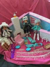 💖Bratz Ski Lodge With 3 Dolls & Accessories Immaculate Condition!!💖