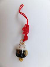 Maneki Neko - kleine Winkekatze als Glücksbringer - mit roten Band - W