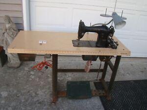Vintage Original Singer 95-10 Industrial Sewing Machine Plus Parts Machine