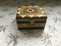 Small Brown & Cream Wooden Inlaid Box Trinkets Rings 3in 8cm wide Red Felt Lined
